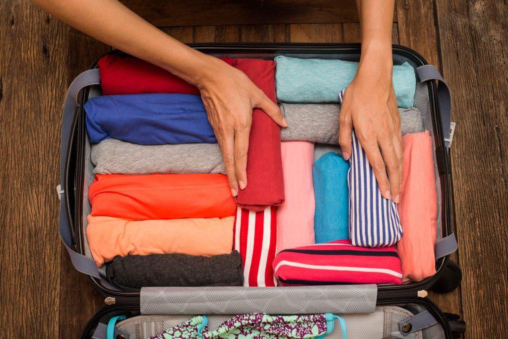 cómo hacer las maletas, Persona haciendo las maletas