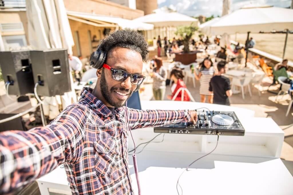 vuelos a Ibiza, Fiesta con DJ en ibiza