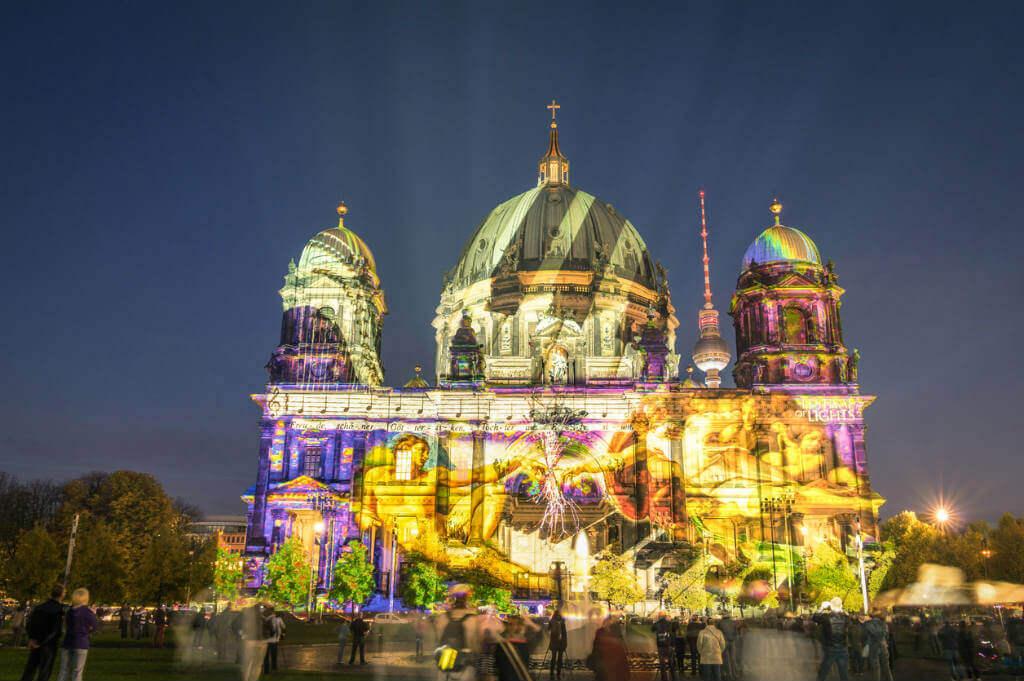 Viajar en Octubre, Festival de las luces