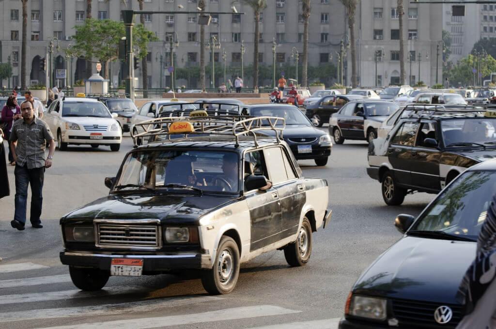 Guía Rápida El Cairo, Taxis circulando por El Cairo