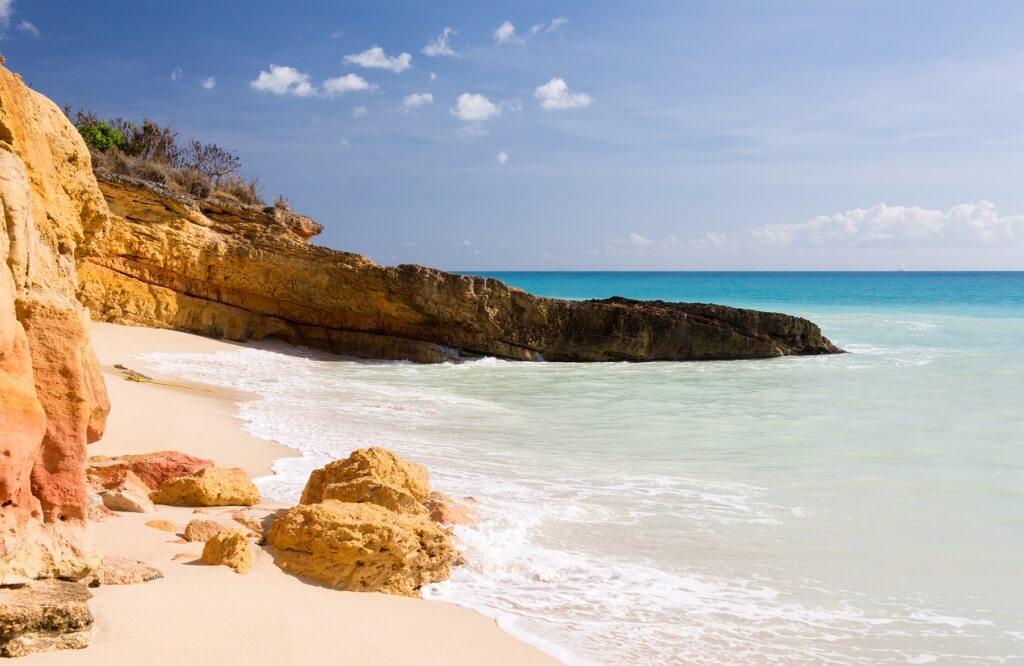 Vuelos al Caribe, Cupecoy Beach en el Caribe