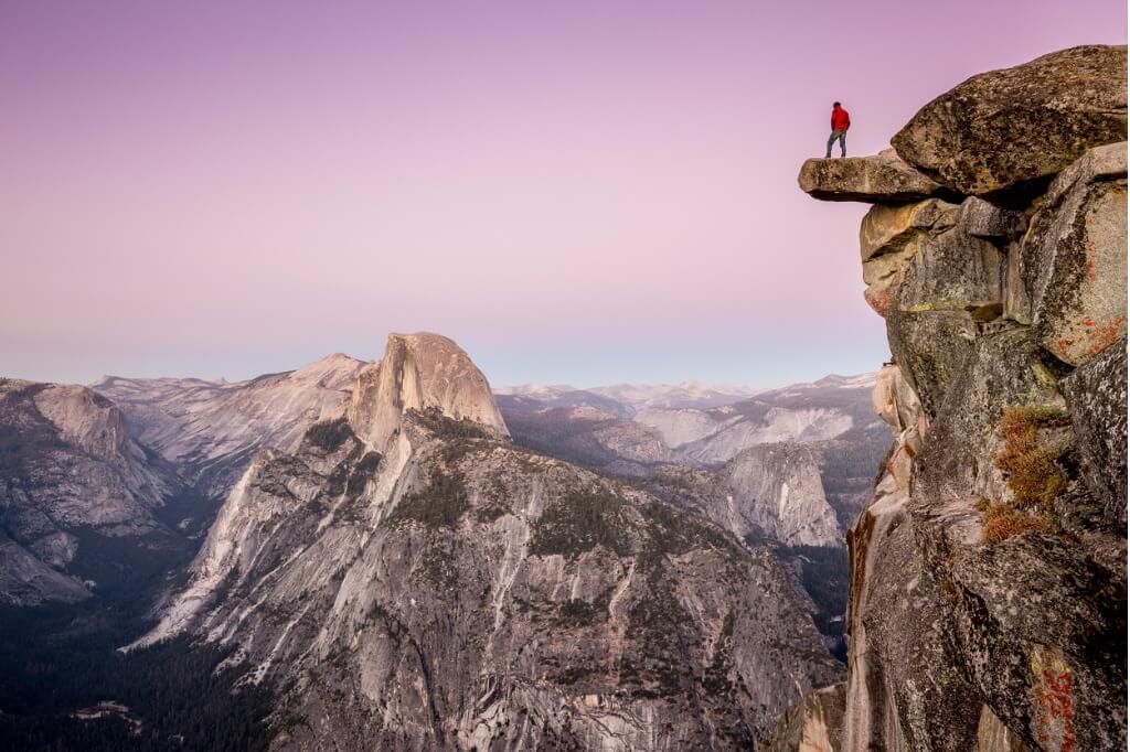 vuelos a EE UU, Escalador en lo alto de un acantilado (Parque Nacional del Yosemite)