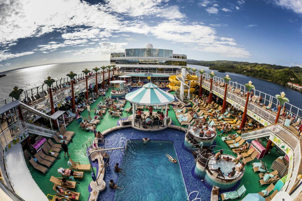 """viaje en crucero, Terraza de piscina """"Joya de Noruega"""""""