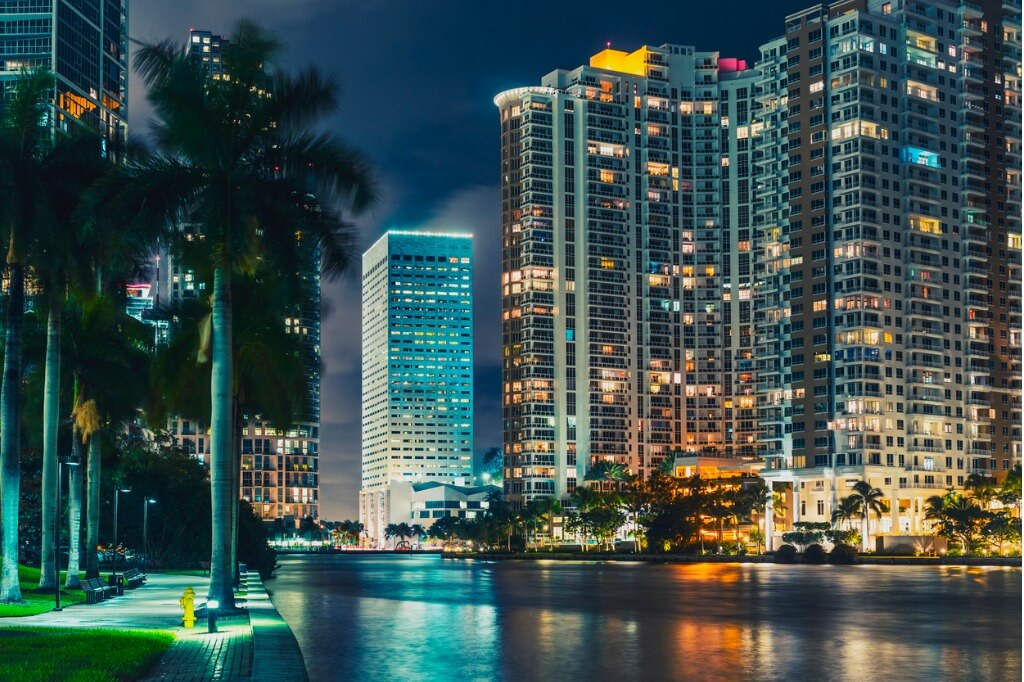 vuelos a Miami, Noche en Miami
