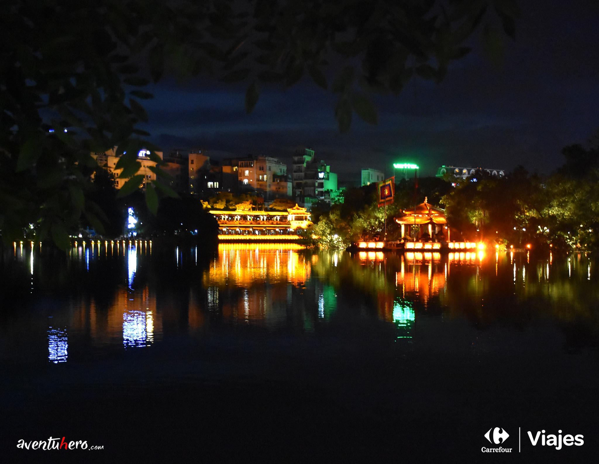 Lago Hoan Miem por la noche