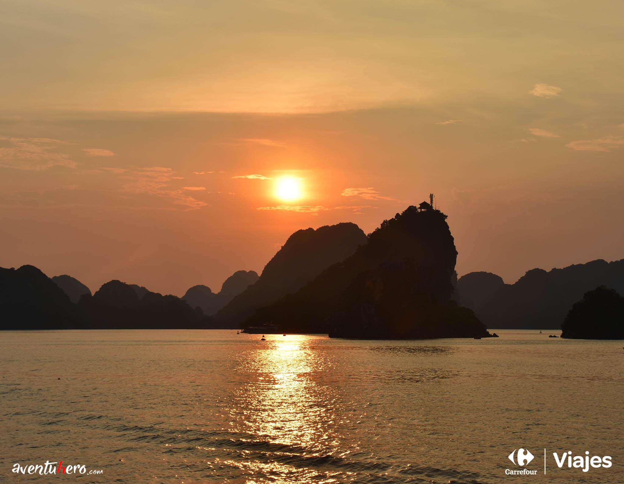 Atardecer en la Bahía de Haloing
