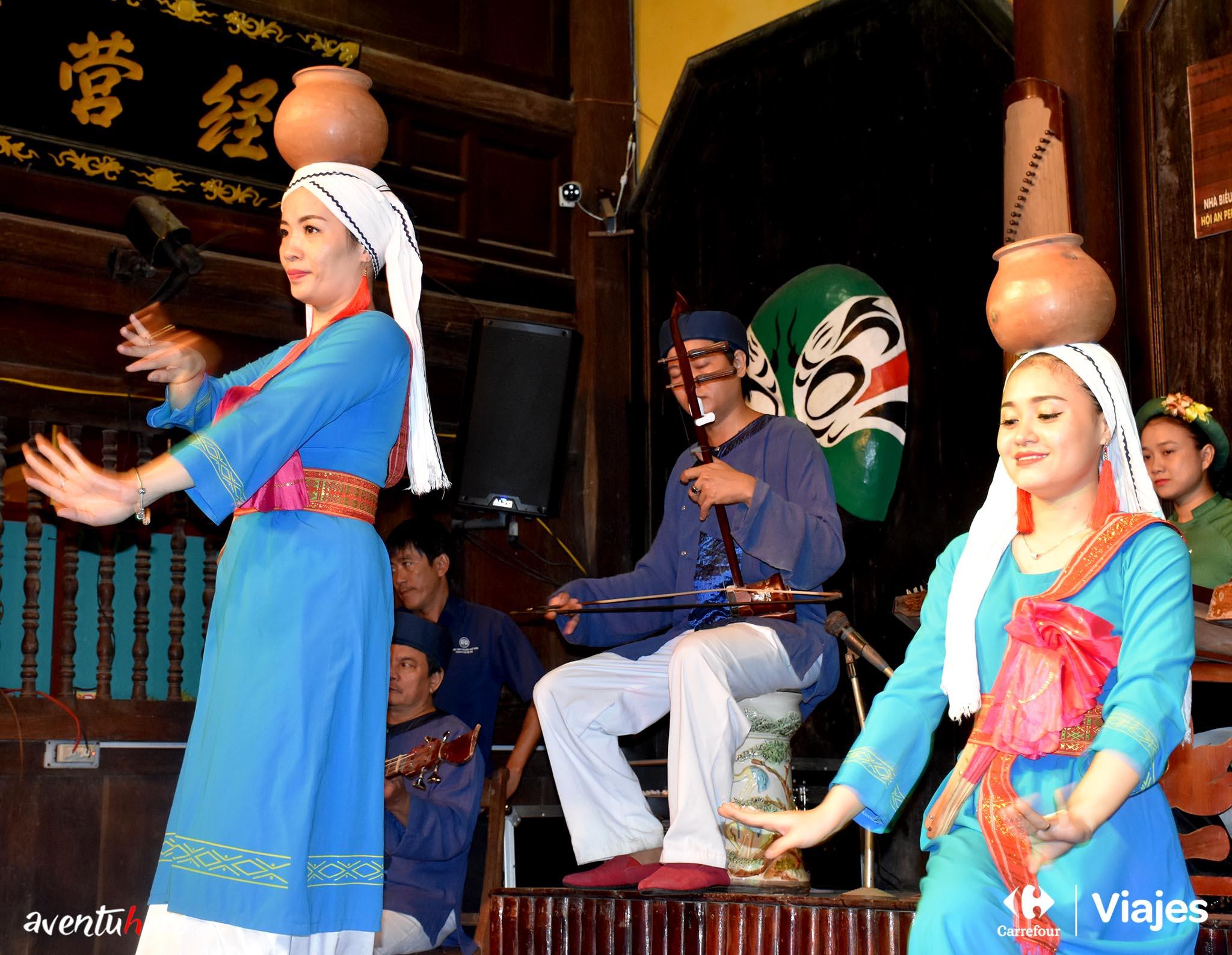Baile típico de Hoi An