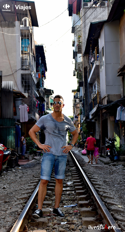Sobre las vías del tren de Ha Noi
