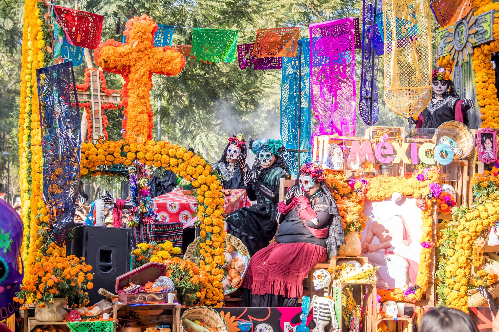 Día De Muertos En Pátzcuaro Vive La Magia De Las: Día De Los Muertos: Vive La Celebración De La Muerte En