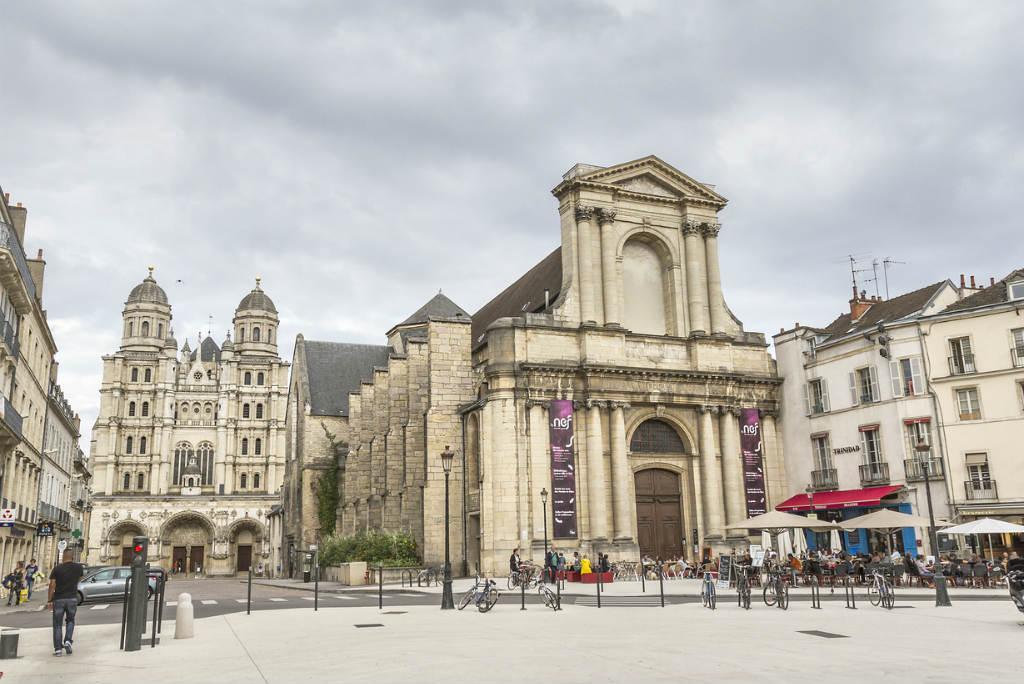 Viaje a Dijon, Teatro de Dijon