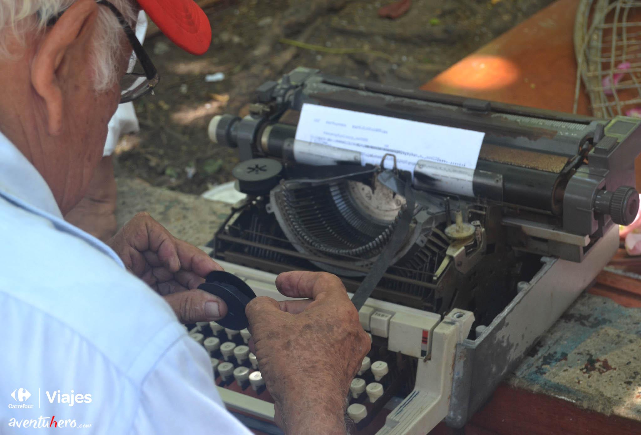 Reparando la vieja máquina de escribir