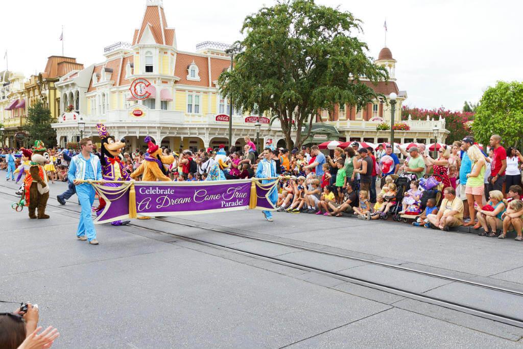Disneyland París en Navidad, Desfile Disney