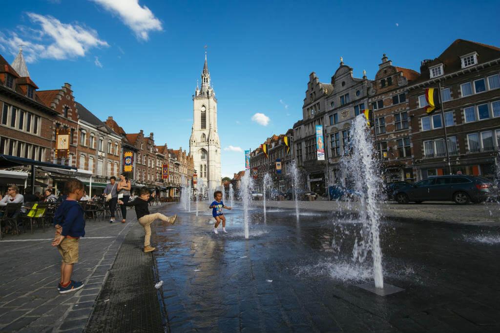 Vuelos a Bruselas, Tournai