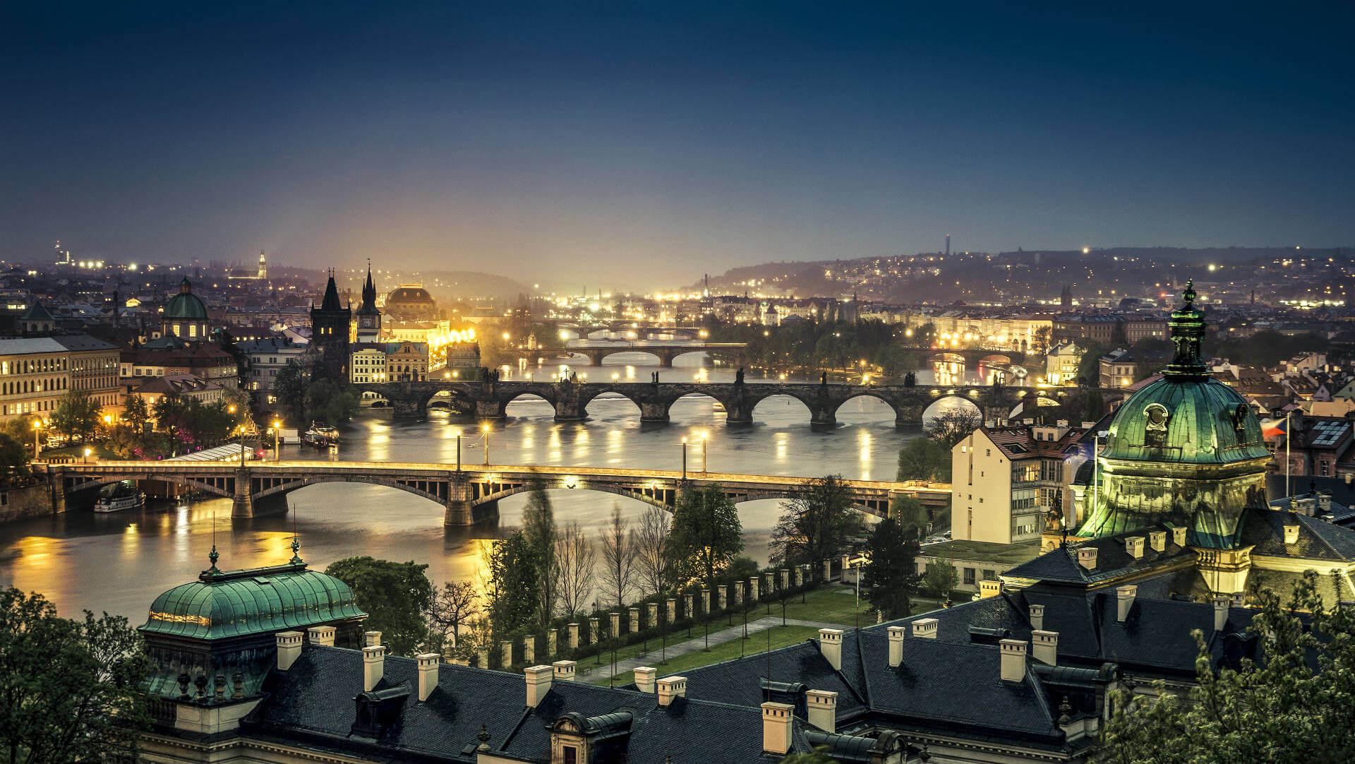 Vuelos a Praga, Praga de noche