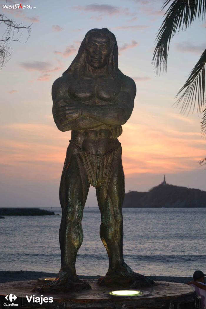 Estatua Santa Marta