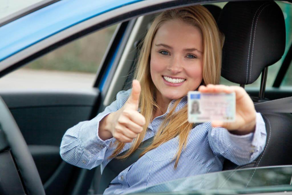 Roadtrip por el extranjero, Chica con su carnet de conducir