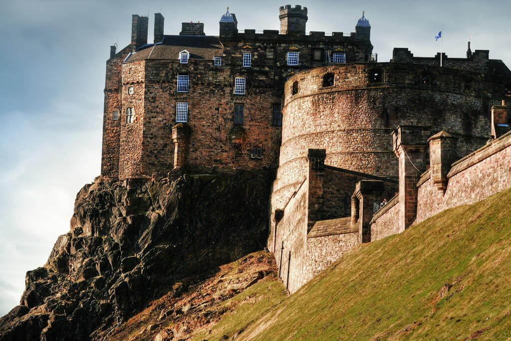 Vuelos a Edimburgo, Castillo
