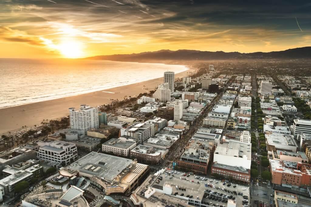 Vuelos a Los Ángeles, Santa Mónica