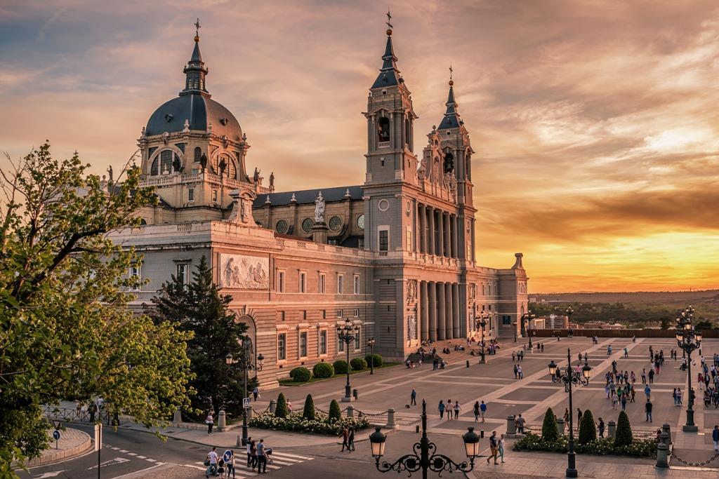 Vuelos a Madrid, Catedral Almudena