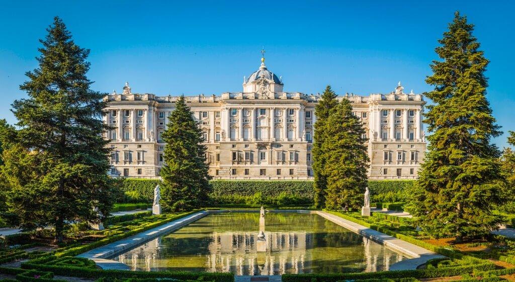Vuelos a Madrid, Palacio Real