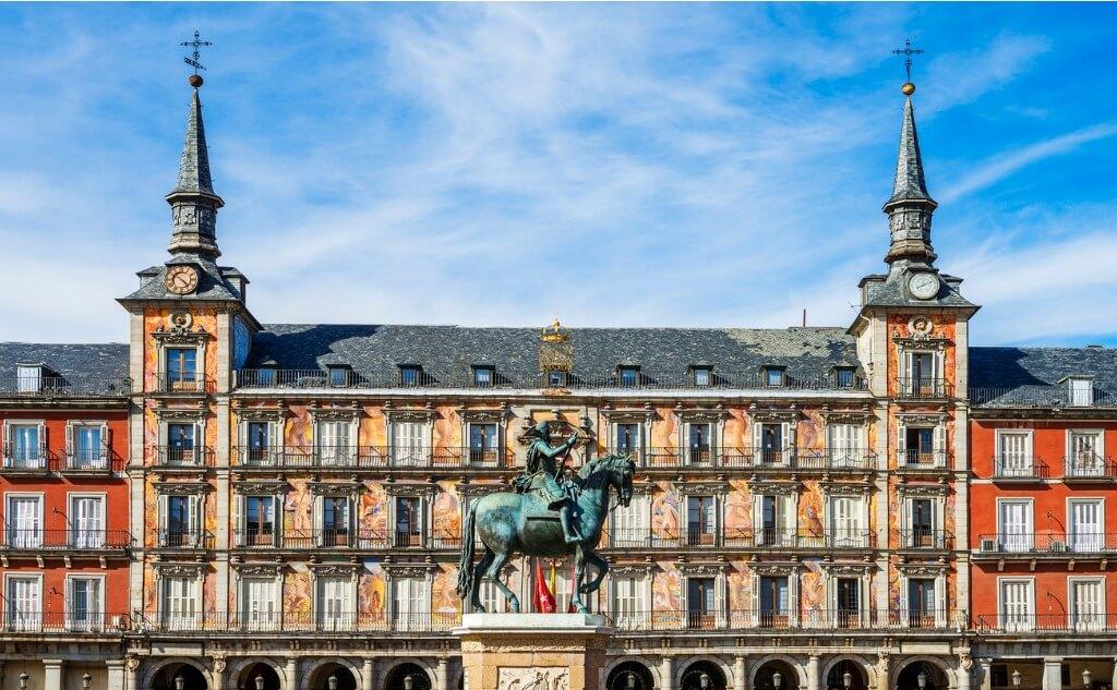 Vuelos a Madrid, Plaza Mayor