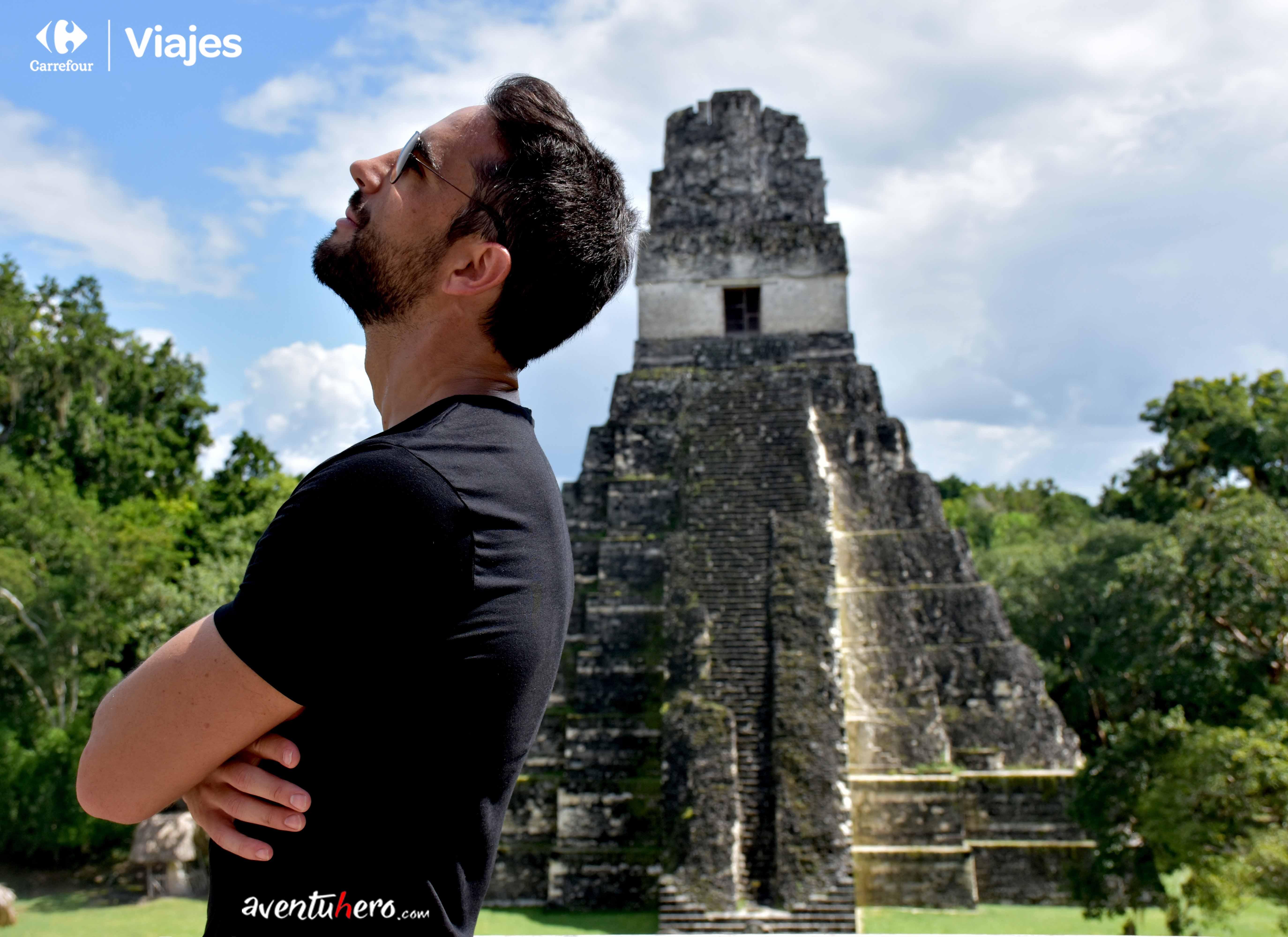 Aventuhero Apoyado en Tikal
