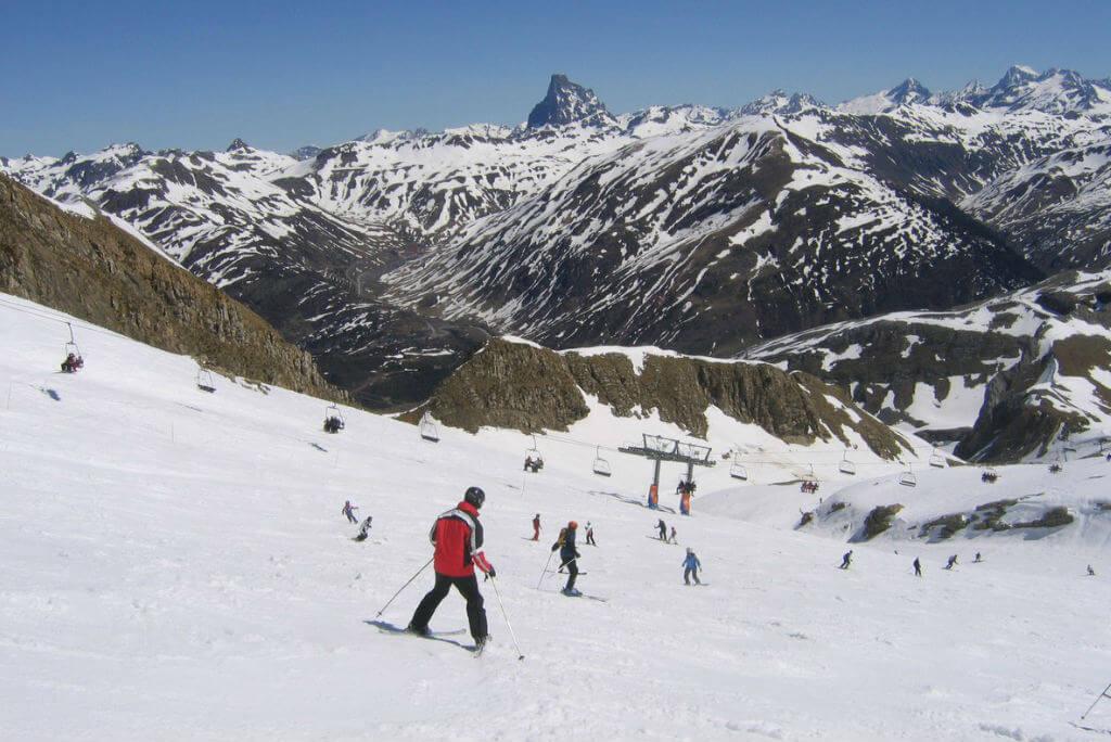 Escapadas por España, Gente esquiando