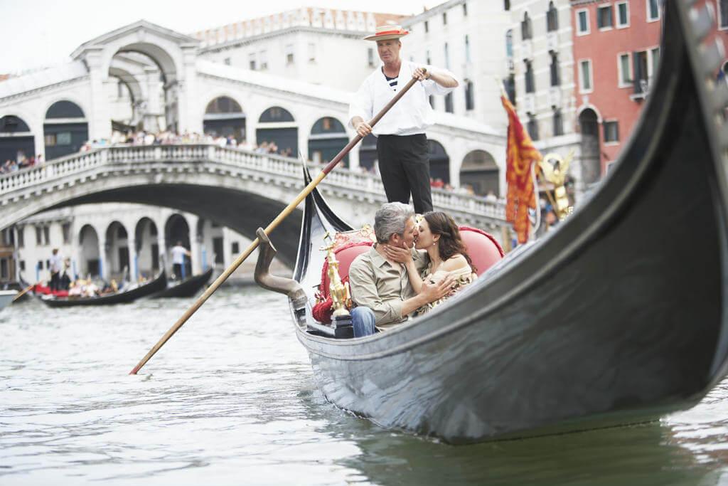 Italia en San Valentín, Pareja en una góndola