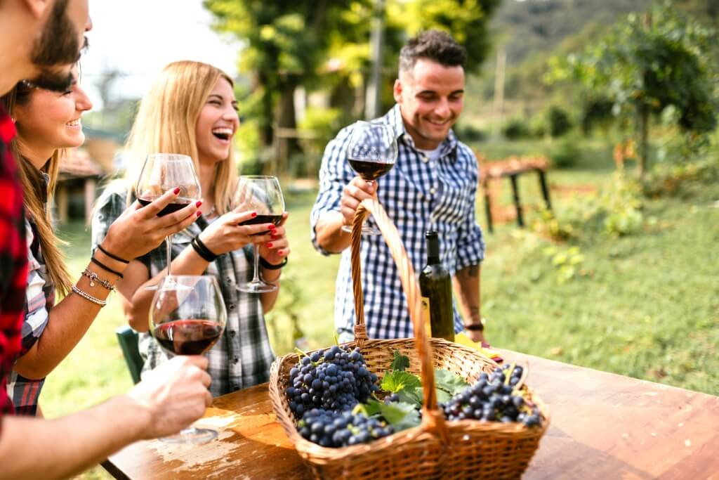 Italia en San Valentín, Parejas tomando un vino