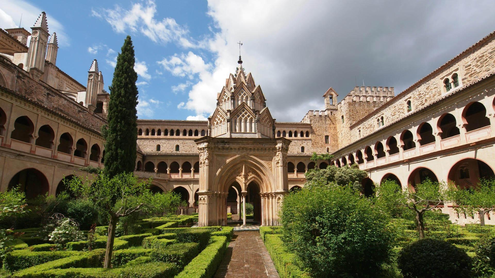 destinos espanoles poco conocidos monasterio de guadalupe