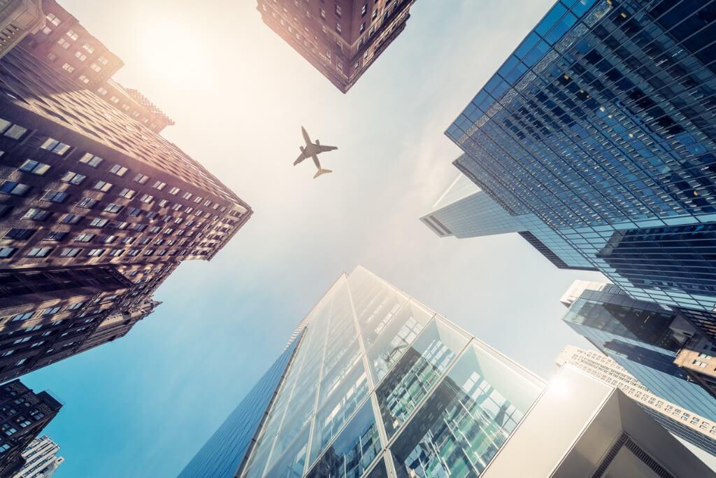 EEUU, Avión sobre rascacielos