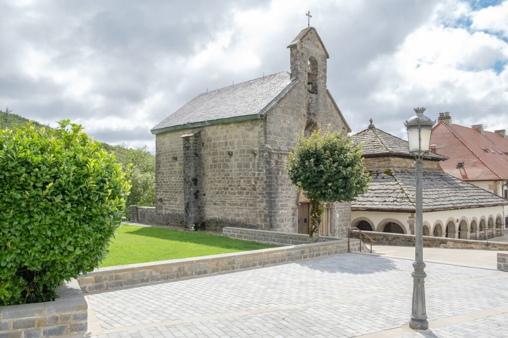 Título turismo-navarra-capilla-roncesvalles