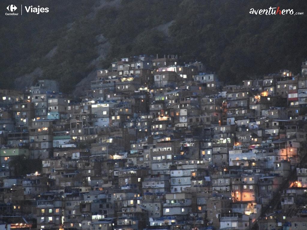 Atardecer en la favela
