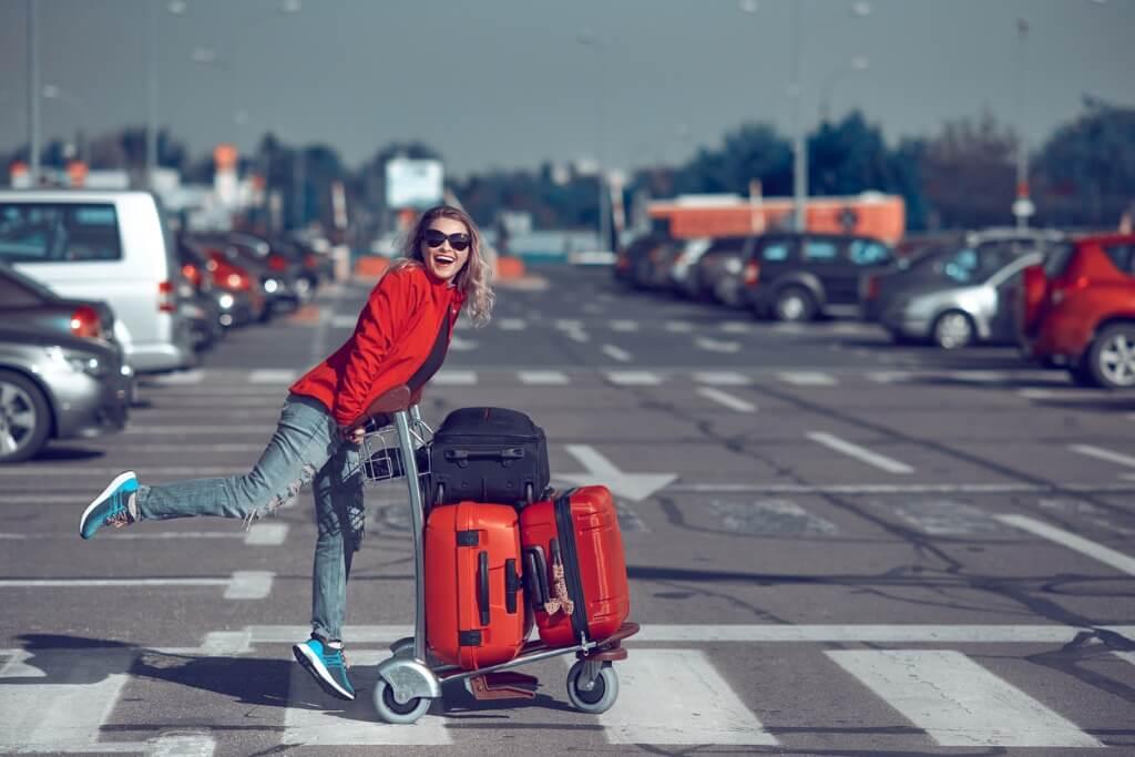 Chica con equipaje