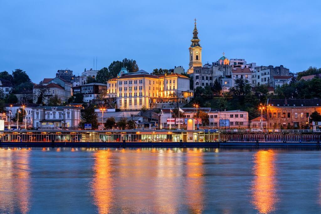 Países baratos, Serbia
