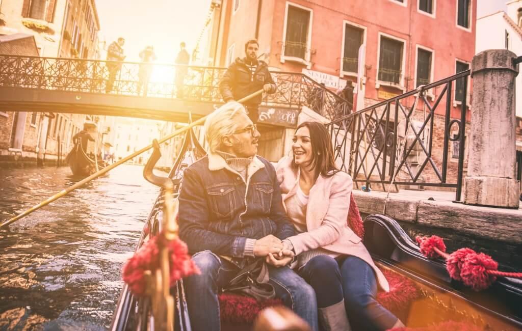 Viaje a Venecia, Pareja enamorados