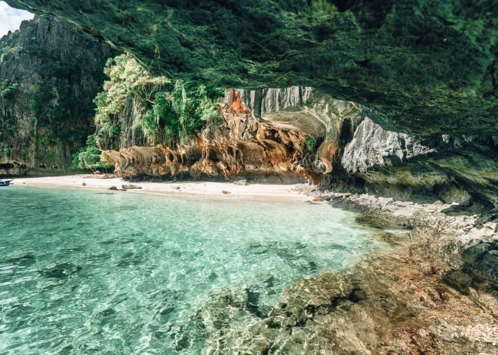 Viajes exóticos, Cueva Filipinas