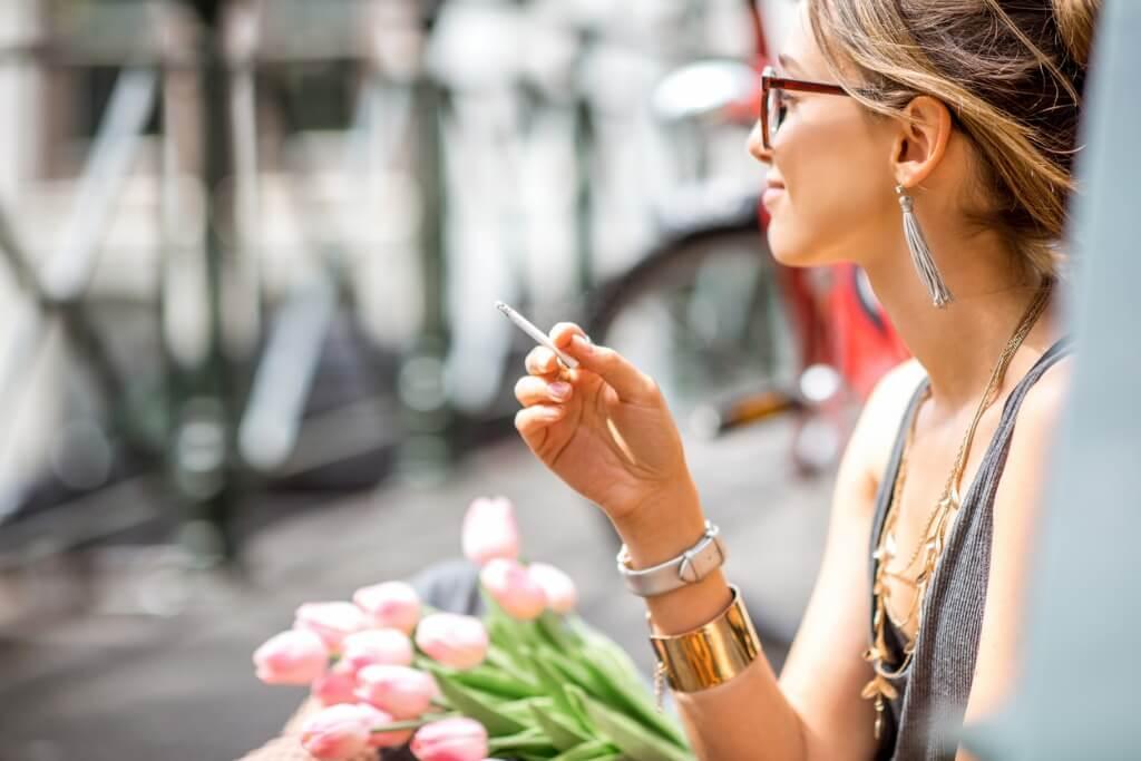 Mujer fumando