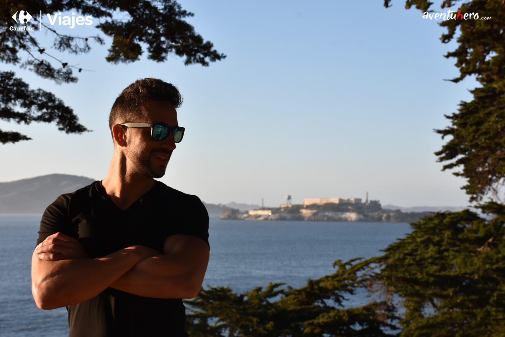 Alcatraz de fondo