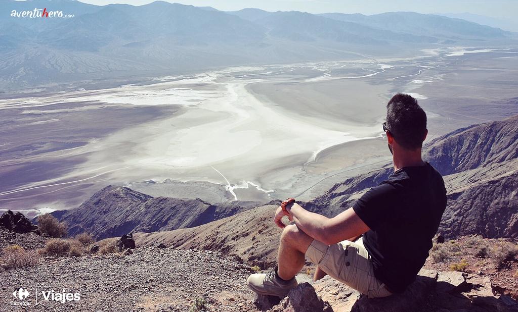 Aventuhero observando Death Valley
