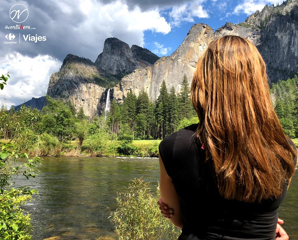 Chica observa Yosemite Valley