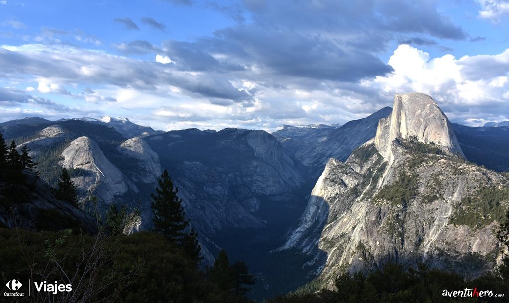Cumbres montañosas en Yosemite Valley