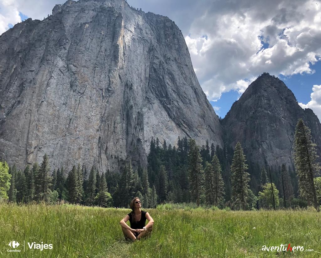 Sentada en el Valle de Yosemite