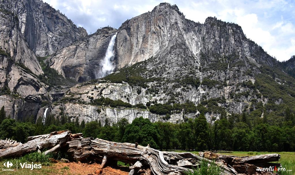 Valle Yosemite con Cascada