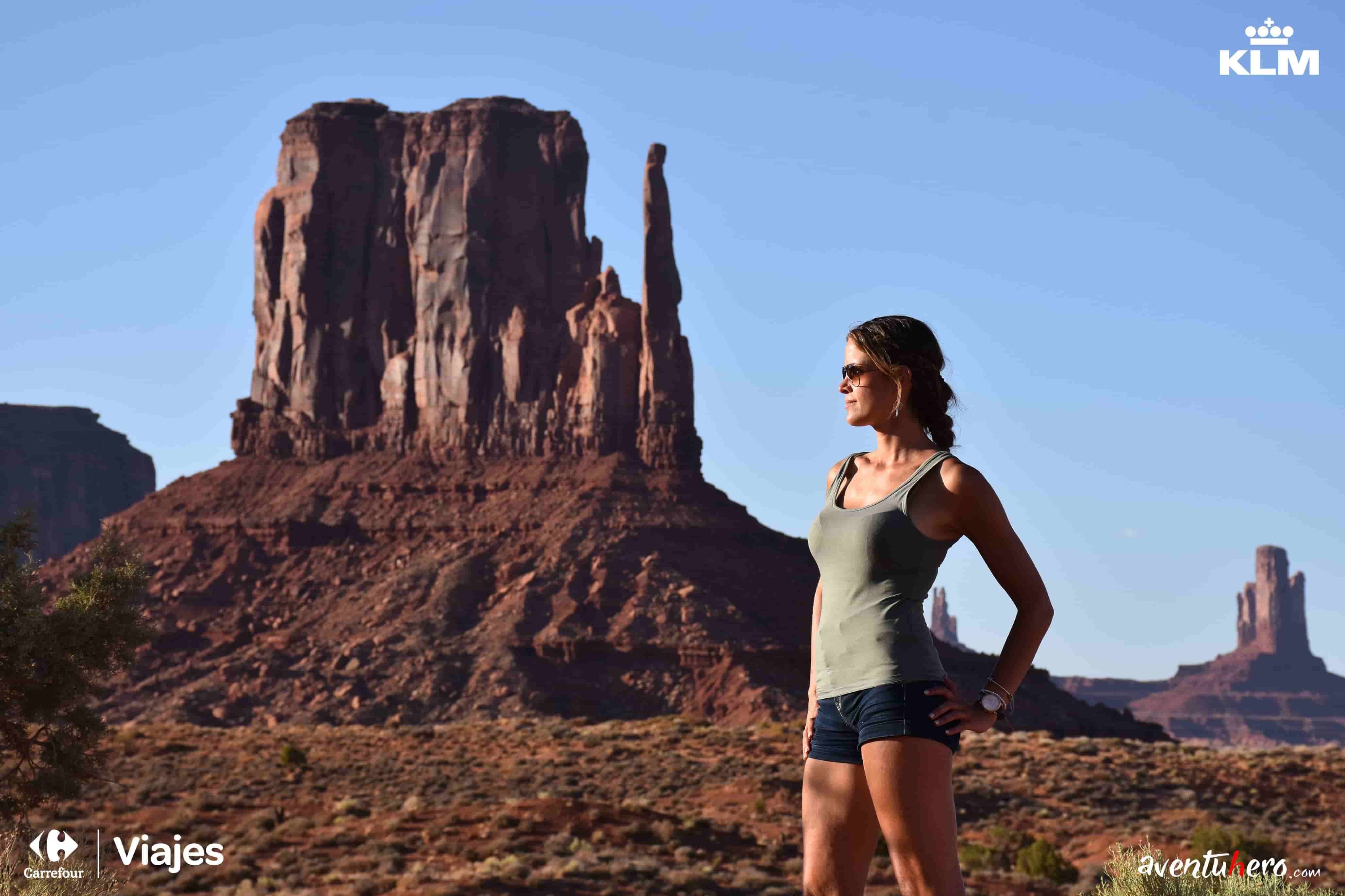 chica posando monument valley