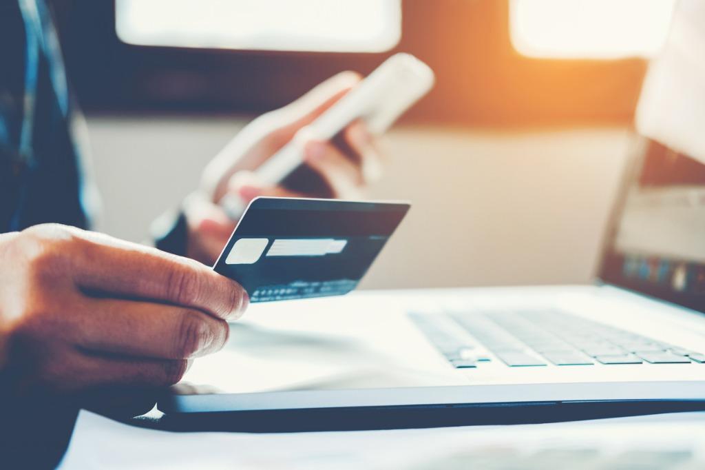 Pagando online con tarjeta