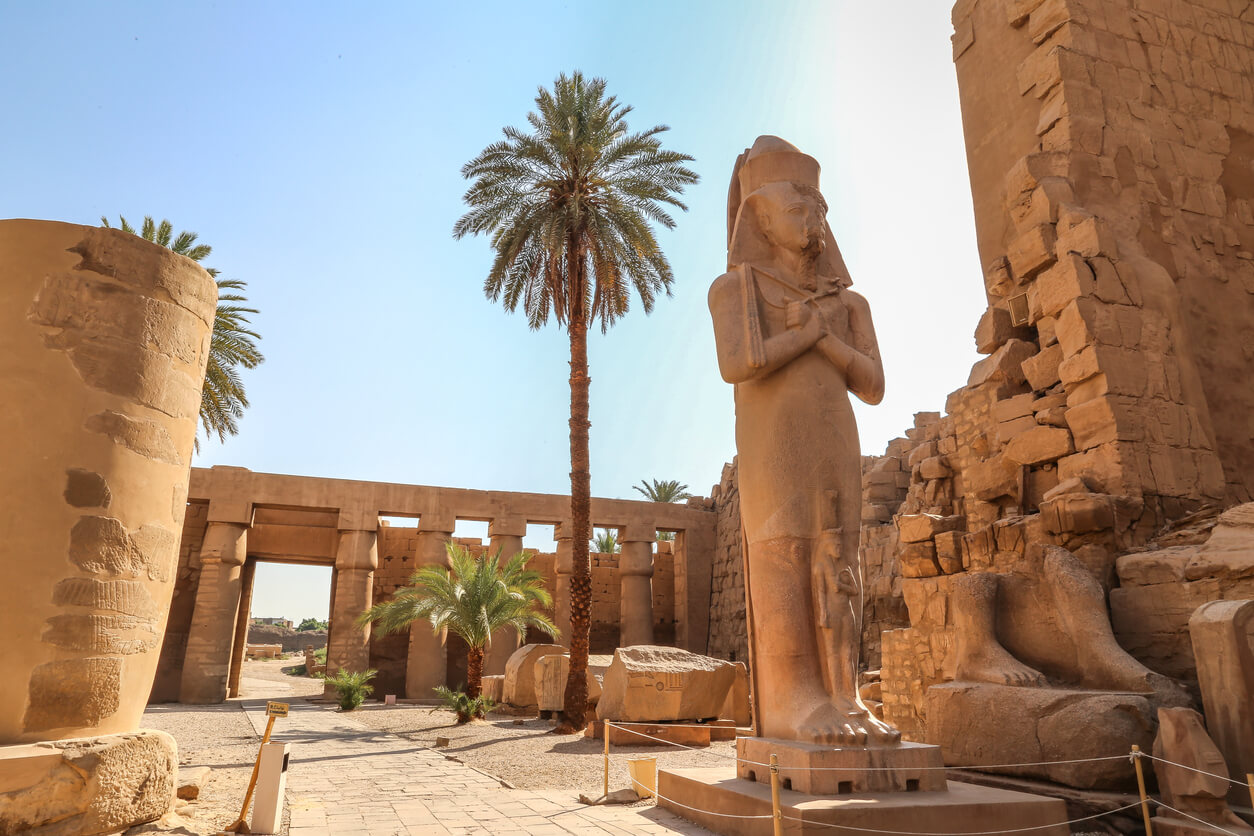 Estatua de Ramsés II en el templo de Karnak (Luxor, Egipto) (1)