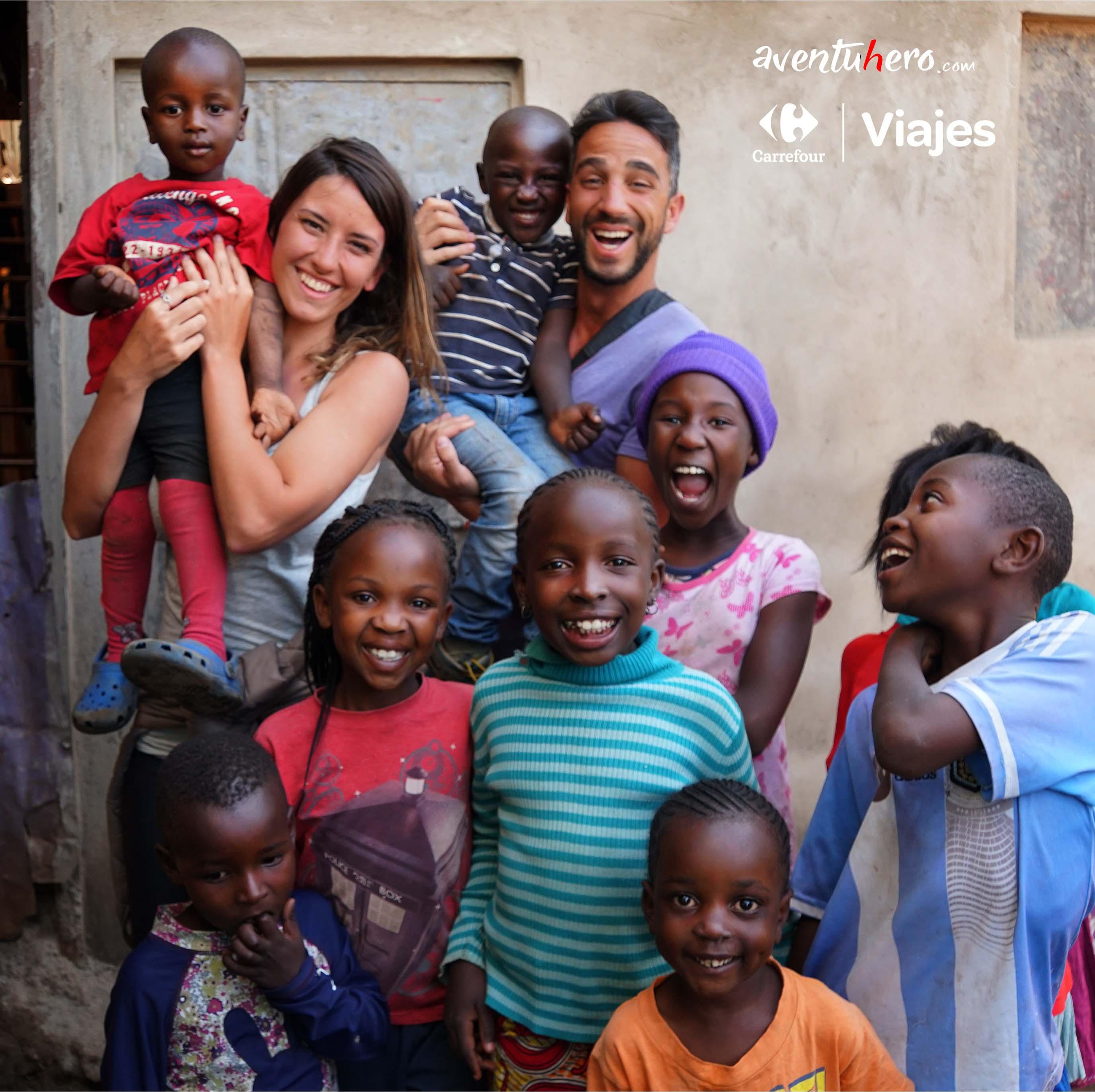Niños en Nairobi con Aventuhero