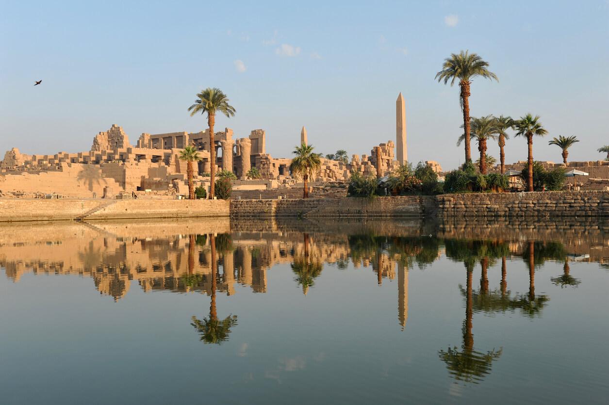 Templo de Karnak al amanecer