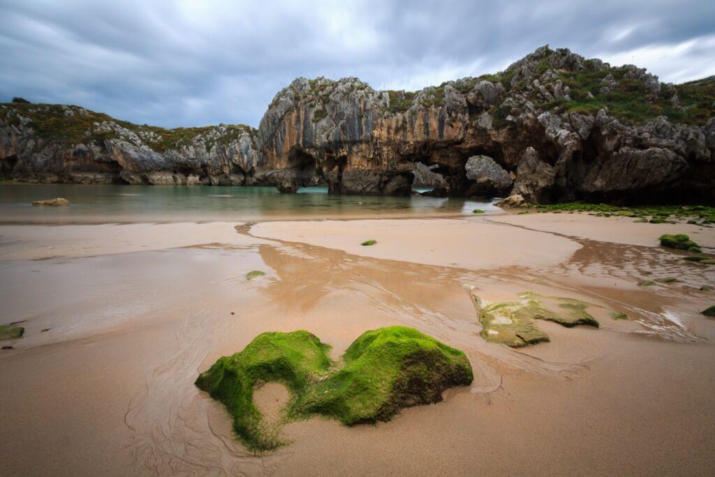 Cuevas del Mar, Llanes